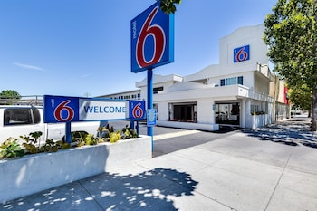 Motel 6 San Jose Convention Center photo