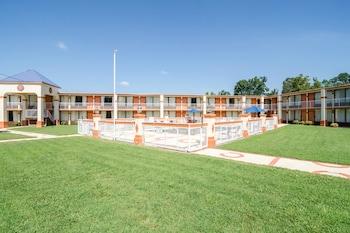 東南格林斯波羅羅德威套房飯店 Rodeway Inn & Suites Greensboro Southeast
