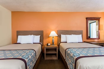 Guestroom at Days Inn by Wyndham Norfolk Airport in Norfolk