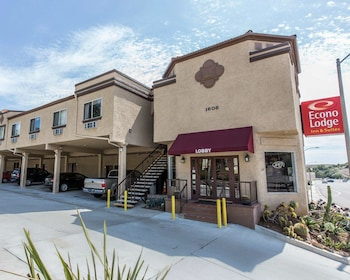 Econo Lodge Inn & Suites Fallbrook Downtown photo