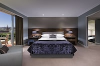 Club Suite, 1 Bedroom, Business Lounge Access, Partial Sea View (Club Lounge Access)