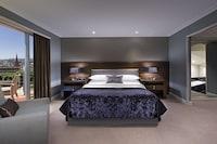 Club Suite, 1 Bedroom, Business Lounge Access (lounge access,Partial harbor view,)
