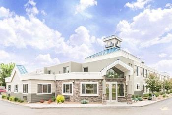 pet friendly hotels near north dakota state capitol in bismarck fromdays inn by wyndham bismarck
