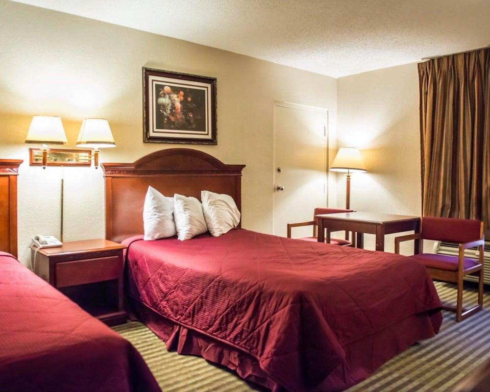 Room, 2 Queen Beds, Smoking (Efficiency)