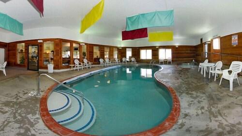 . Days Inn by Wyndham Marquette