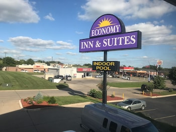 Economy Inn & Suites Cedar Rapids photo