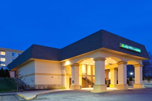 . La Quinta Inn & Suites by Wyndham White Plains - Elmsford
