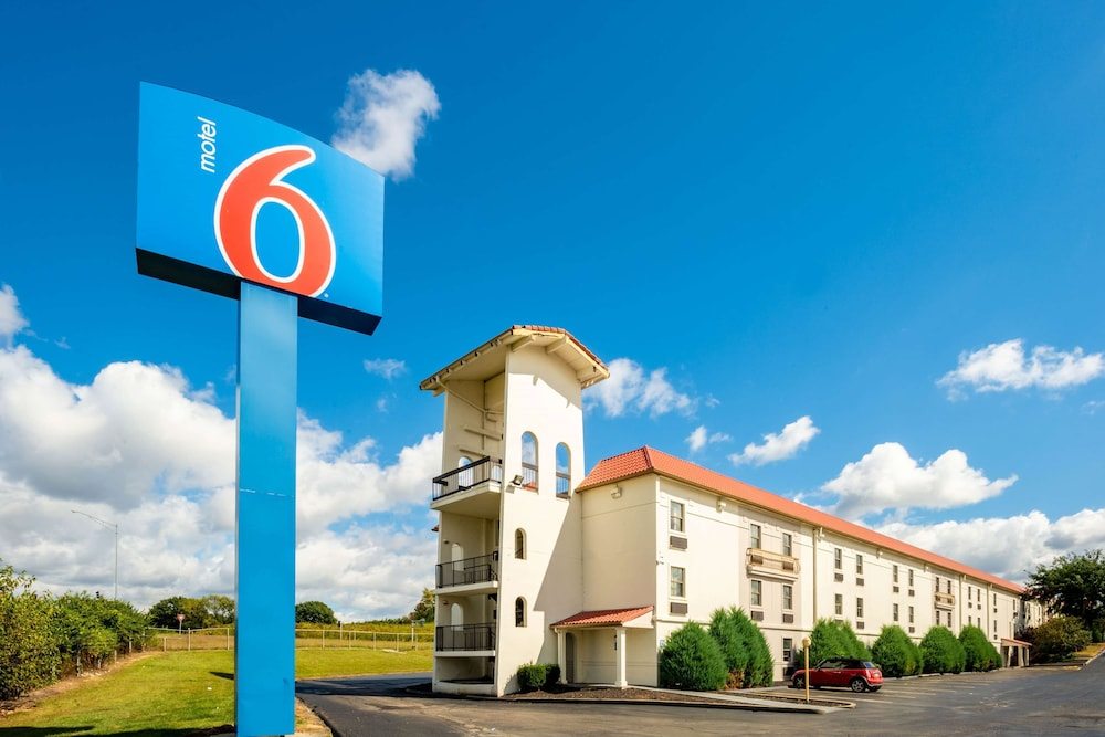 Motel 6 Hazelwood, MO