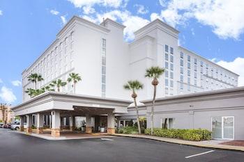 奧蘭多環球影城對面假日套房飯店 - IHG 飯店 Holiday Inn & Suites Across From Universal Orlando, an IHG Hotel