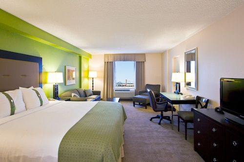 . Holiday Inn & Suites Across From Universal Orlando, an IHG Hotel