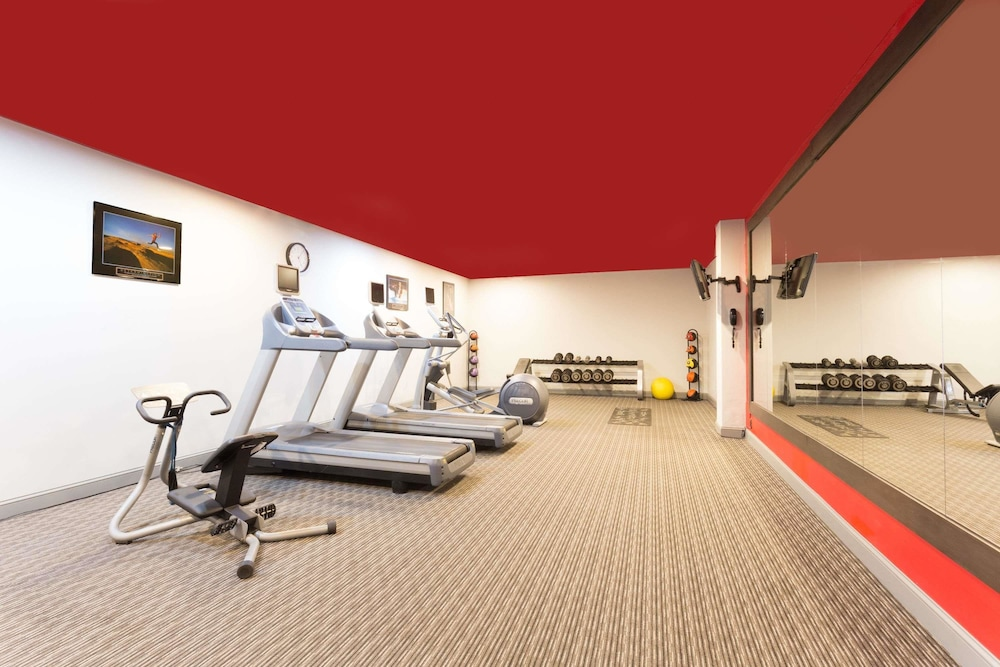 Health and Fitness : Fitness Facility 30 of 76