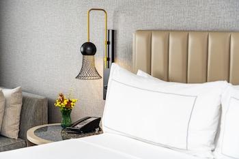 Room, 1 King Bed, Accessible, Bathtub (Hearing)