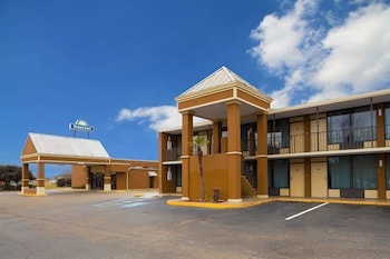 Days Inn by Wyndham Lafayette/University