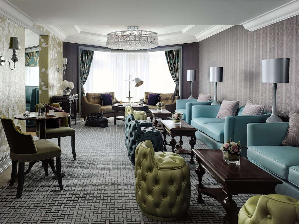 https://i.travelapi.com/hotels/1000000/10000/5000/4921/06381b2d_z.jpg