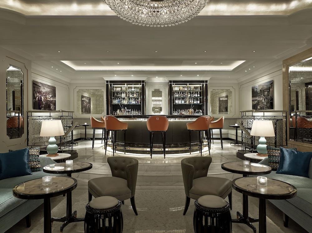 https://i.travelapi.com/hotels/1000000/10000/5000/4921/6cf9fbf9_z.jpg