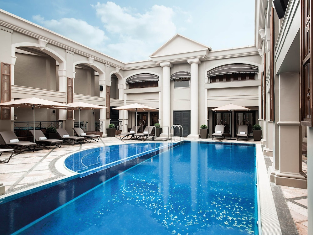 https://i.travelapi.com/hotels/1000000/10000/5000/4921/6ed0a5be_z.jpg