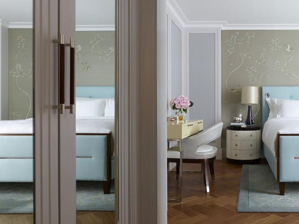 https://i.travelapi.com/hotels/1000000/10000/5000/4921/a4aaf646_z.jpg