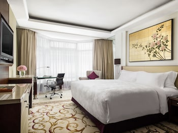 Superior King Room - City View
