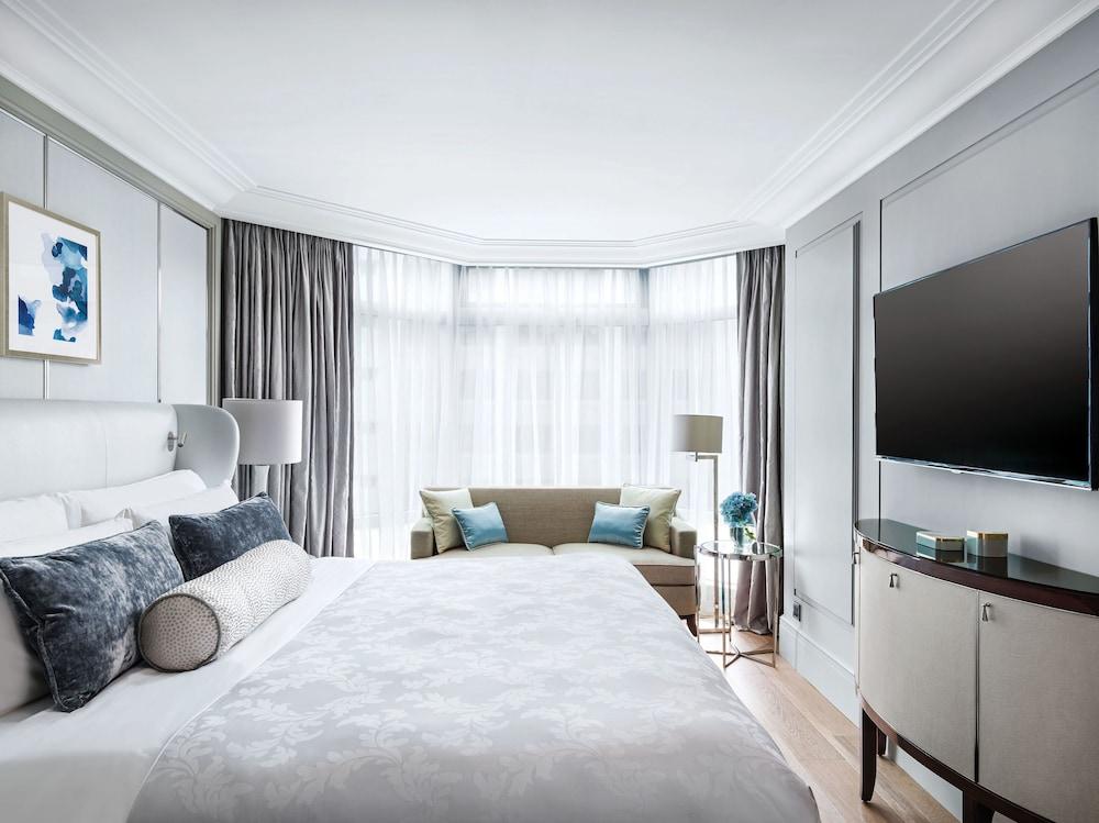 https://i.travelapi.com/hotels/1000000/10000/5000/4921/e8046f9a_z.jpg