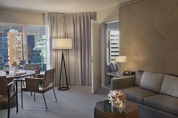 Suite, 1 King Bed (2 Room)