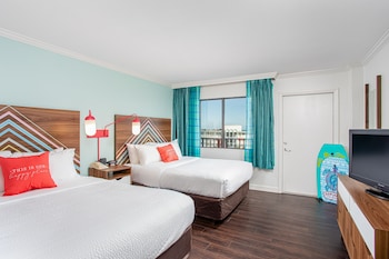 One Bedroom  Queen  Suite - Partial Ocean view