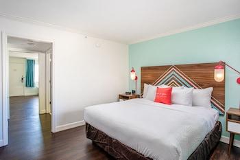 One Bedroom King Suite - Pool View