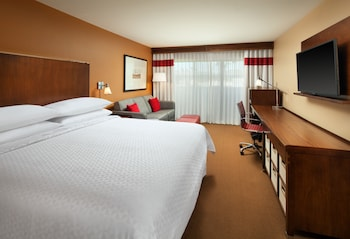 Guestroom at Four Points by Sheraton Phoenix South Mountain in Phoenix