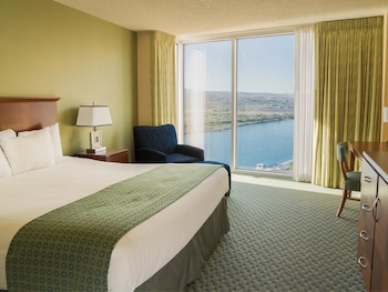 Room, 1 King Bed, River View