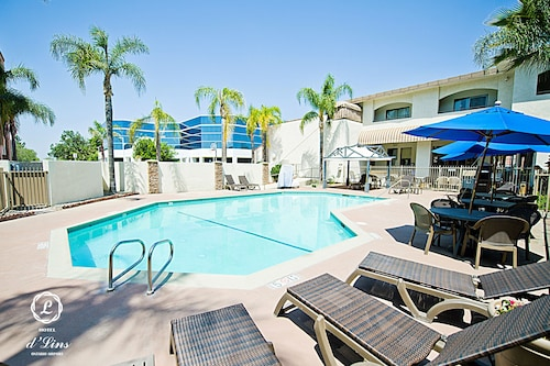 . Hotel d'Lins Ontario Airport