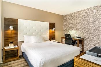 Deluxe Room, 1 Queen Bed, Balcony