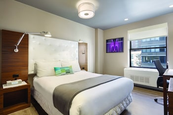 Deluxe Room, 1 Queen Bed, Balcony