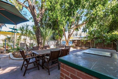 Elkira Court Motel, Alice Springs- Stuart