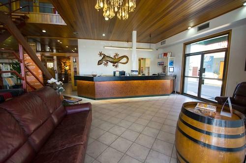. Elkira Court Motel