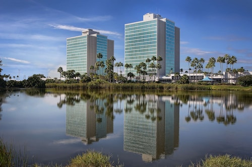 . DoubleTree by Hilton at the Entrance to Universal Orlando