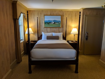 Deluxe Room, 1 Queen Bed with Sofa bed