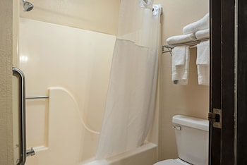 Galesburg Vacations - Quality Inn - Property Image 1