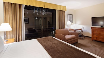 Standard Room, 1 King Bed, Accessible, View (Roll In Shower)