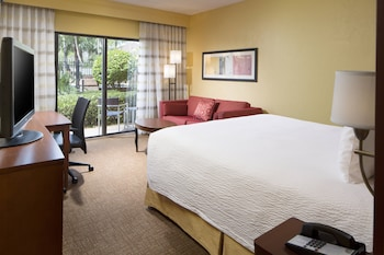 Deluxe Room, 1 King Bed with Sofa bed, Courtyard View