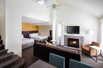 Family Suite, Fireplace (3 Queen Beds and 1 Sofa Bed)