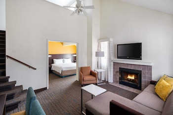 Executive Suite, Fireplace (1 King, 1 Queen, 1 Sofa Bed)