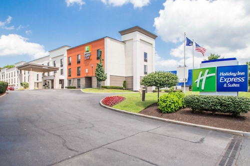 . Holiday Inn Express and Suites Albany Airport- Wolf Road, an IHG Hotel