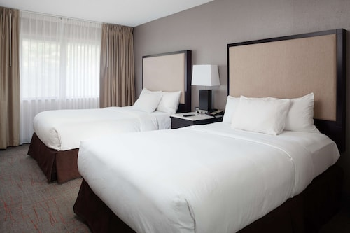 . DoubleTree Suites by Hilton Hotel Dayton - Miamisburg