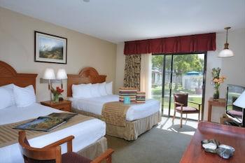 Standard Room, 2 Queen Beds, Accessible, Bathtub