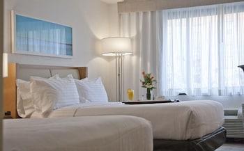 Guestroom at Holiday Inn Washington-Central/White House in Washington