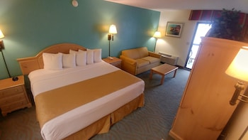 Deluxe Room, 1 King Bed with Sofa bed, Balcony, Oceanfront