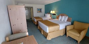 Standard Room, 2 Queen Beds, Partial Ocean View, Ground Floor
