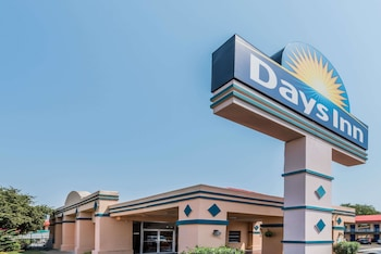 Days Inn by Wyndham South Fort Worth