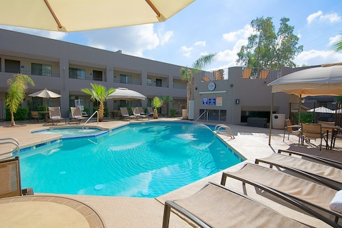 . Hotel Tempe/Phoenix Airport InnSuites at the Mall
