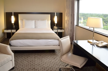 King Alcove Suite