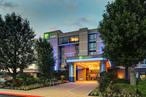 . Holiday Inn Express Aberdeen